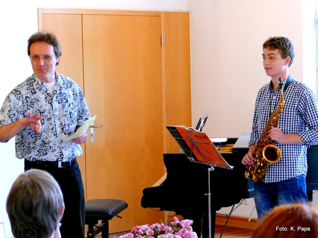 Saxophonschüler mit Klavierlehrer