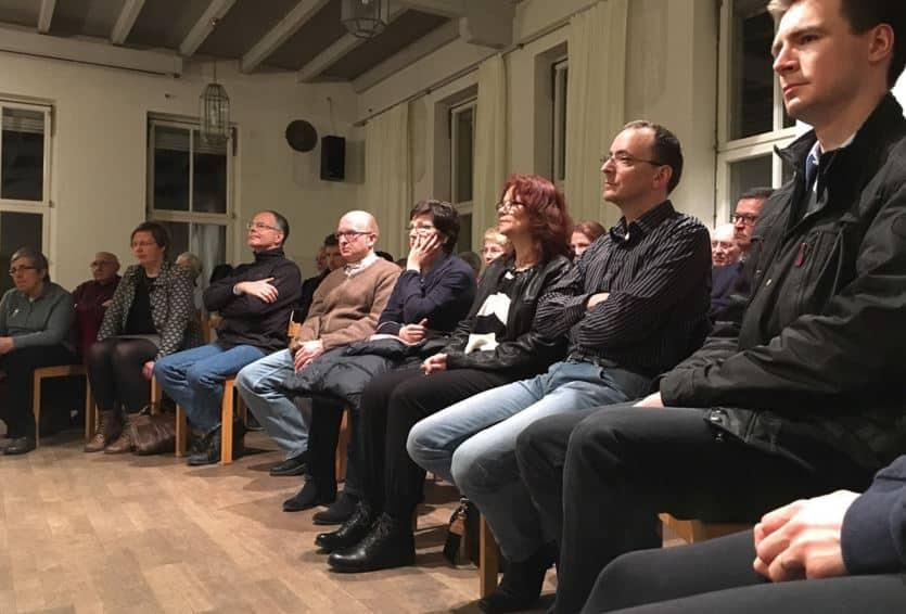 Aufmerksame Zuhörer beim Benefizkonzert des Nürnberger Akkordeonensembles für die neue Orgel in Herz Jesu.