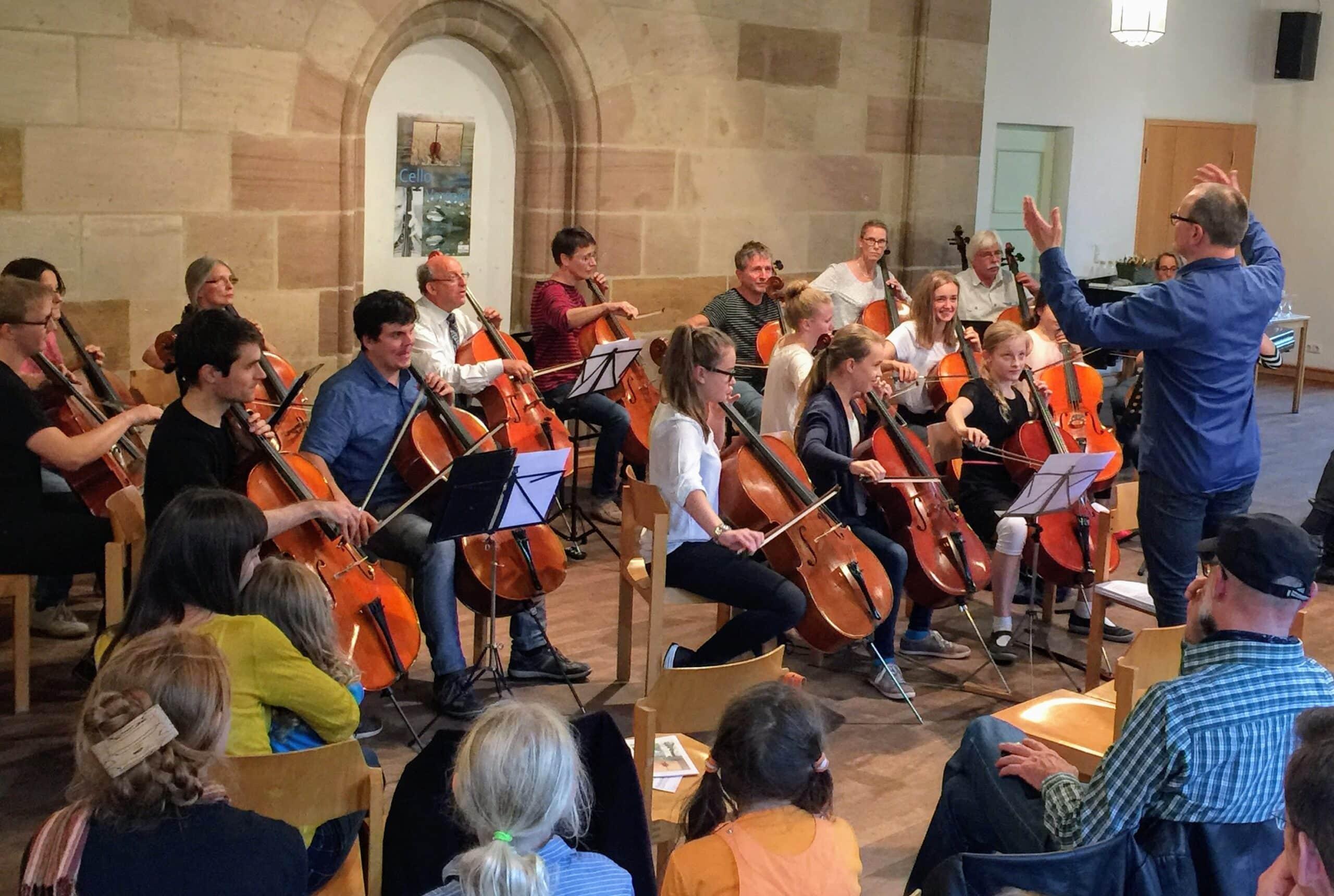 """Die """"Großen"""" der Celloklasse als Orchester (MusiCeum)"""
