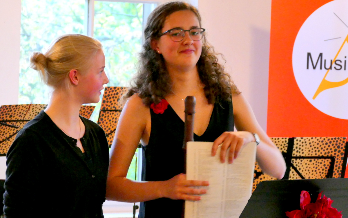 MusiCeum Konzert Blockflötenklasse Anne Pape, zwei Schülerinnen