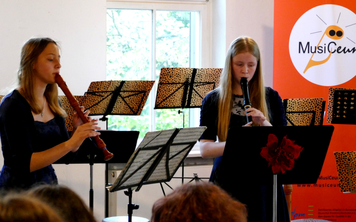 MusiCeum Konzert, zwei Schülerinnen Blockflötenklasse Anne Pape